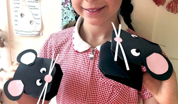 Paper mouse puppet